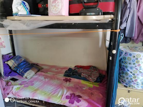 02 bedspaces in Aziziya
