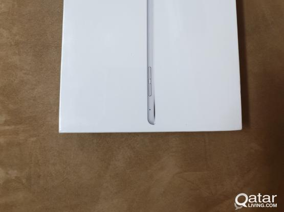 Apple I paid mini 4 128Gb (Silver) Brand new in sealed box never opened contact 33271881.