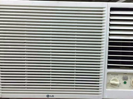 WlNDOW LG AC FOR SELL GOOD QUALlTY.CALL ME70697610