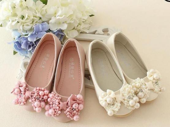 أحذية بناتية