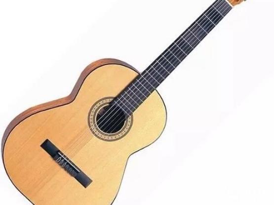 Admira classical Spamish guitar