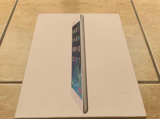 iPad Air 32 GB, Brand New Condition + Case