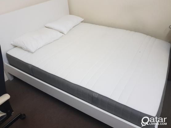 BED  + MATTRESSS (160X200)