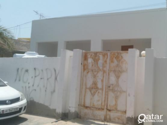 4039 ONE MONTH FREE!! Spacious UF 3 BR Standalone Villa