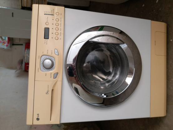 Washing machine for sell call me70697610.....