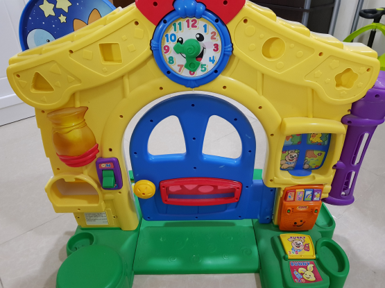 Kids house toy with many functions