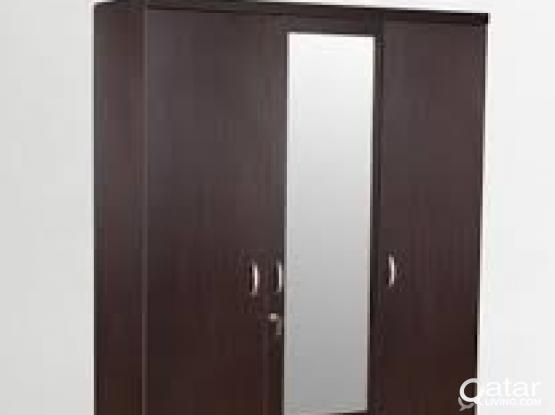 3-door wardrobe in good condition, pure wood.