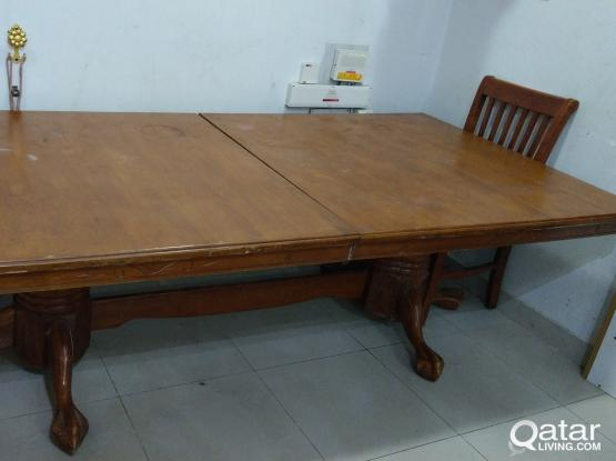 Extendable dinning table fits large no.  of people or tennis playing