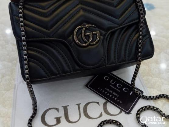 GUCCI MINI DLING ON HANDS