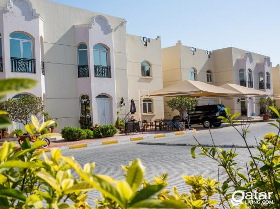 Spacious 3BR in Compound, with backyard, Including complete amenities, Excellent location - Abu Hamour