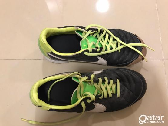 NIKE SPORT SHOES - SIZE 6 &7