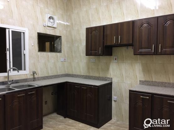 4bhk,2bathroom flat in wakra family/executive back side ooredoo tawar