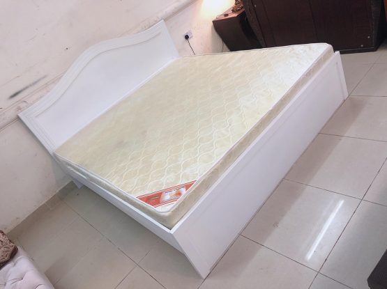 White colour king size bed mattress 190x180