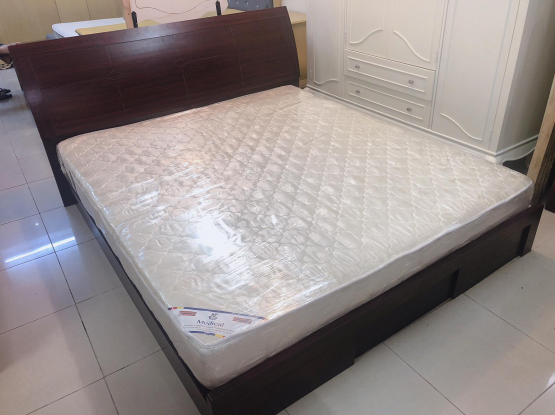 King size bed and mattress 200x180 cm