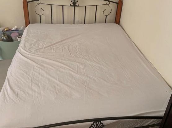 200x160 Bed With Mattress