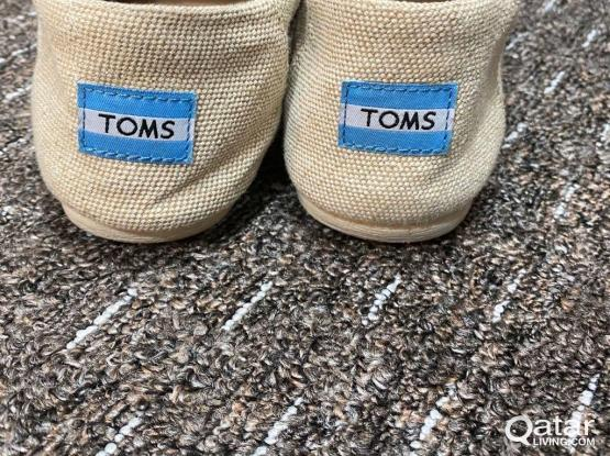 TOMS, Size 37