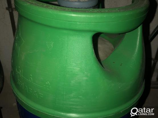 Gas cylinder with regulator and hose