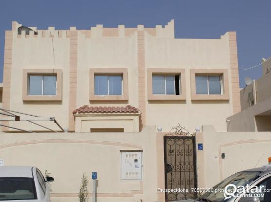 TWO BEDROOM  HALL KITCHEN TWO BATHROOM AVAILABLE FOR FAMILY BEHIND  ANSAR GALLERY  OLD AIRPORT  THUMAMA