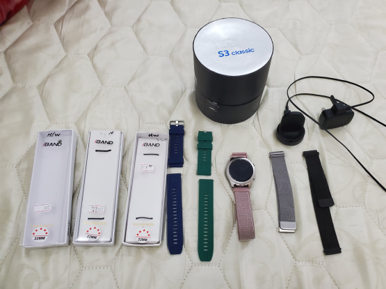 Samsung S3 classic smart watch with box and 5 new