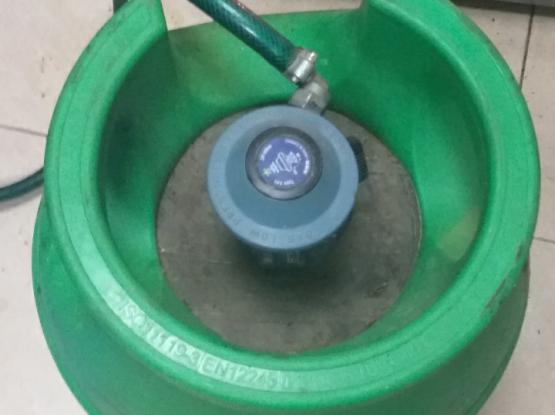Full big gas cylinder with gas regulator &hose