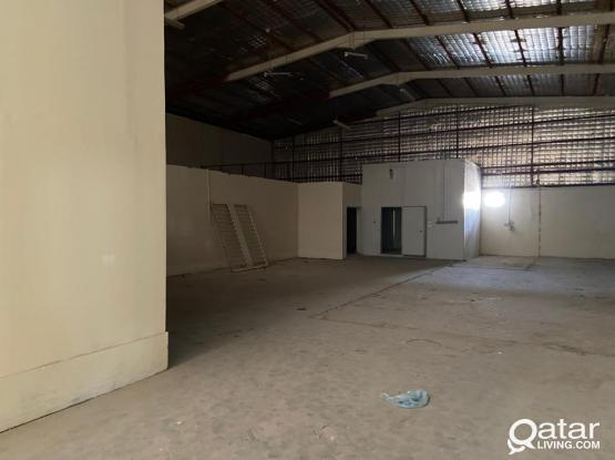 400 SQUARE METER STORE WITH 4 ROOMS FOR RENT IN INDUSTRIAL ARE