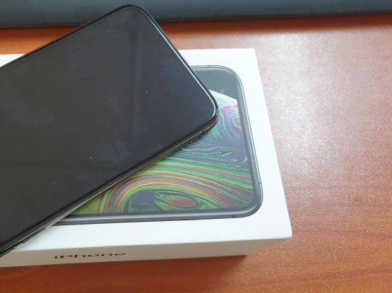 IPHONE XS - 64 GB