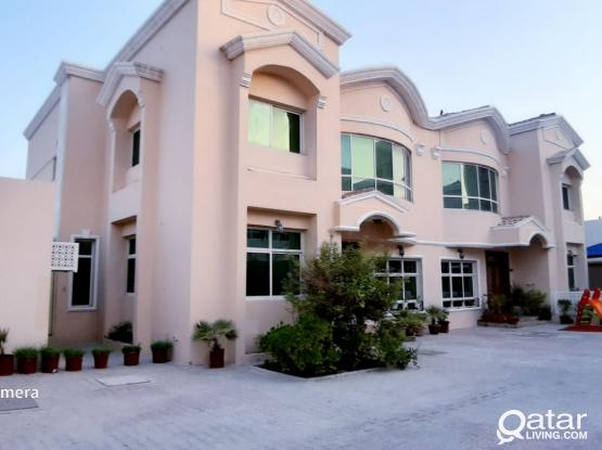 No Commission! Spacious 5 Bedroom + Maid Room Compound Villa For Family in Abu Hamour