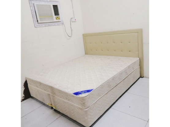 For sale king size bed.