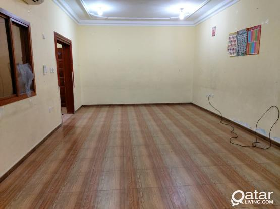 UNFURNISHED 3 BHK SPACIOUS  APARTMENT AT NEW SALATA..NEAR : SPAAR MALL