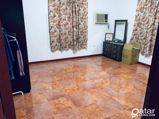 Executive Bachelor Room Available in villa Portion (Sharing )