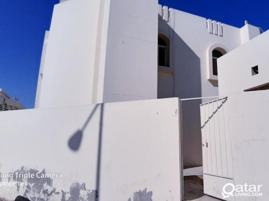 4 bed room ground floor villa portion with water electricity