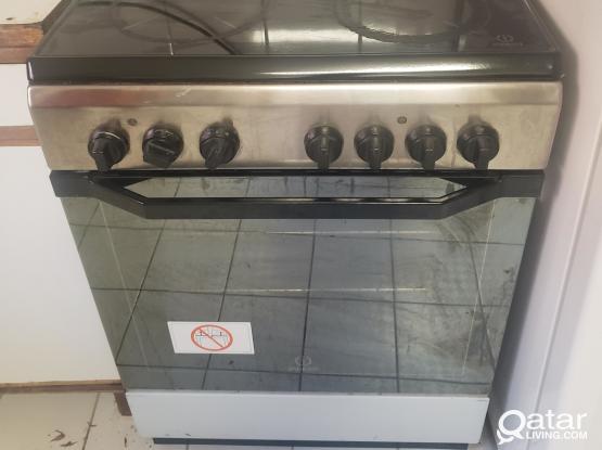 Electric cooking range ( Indesit)