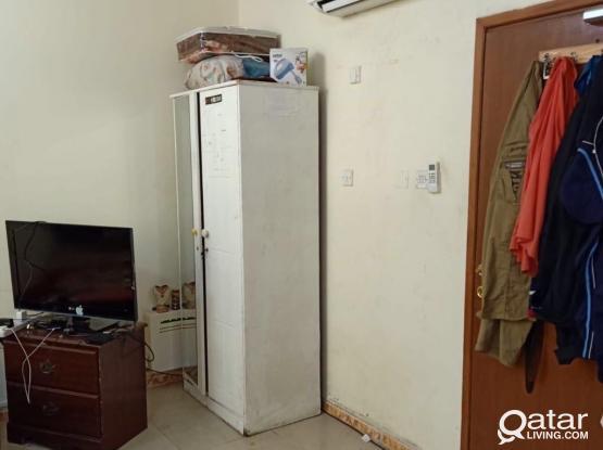 Fully furnished Bed space in big maser room