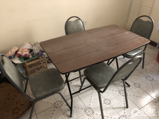 Dining table with 4 metal chairs