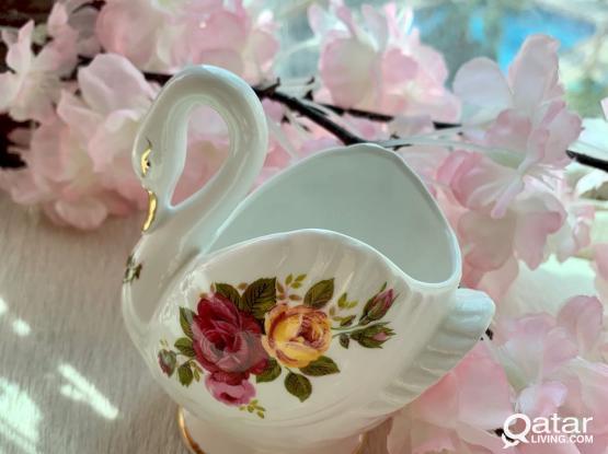 Beautiful Vintage 'Cottage Rose' bone China Swan