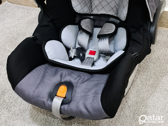 Chicco Keyfit 30 car baby seat Like new.