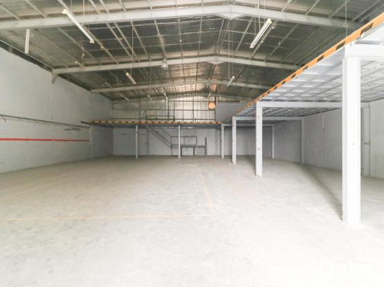 750Sqm Warehouse with 10 Rooms in Industrial