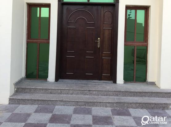 BIG ONE BHK NEAR WAKRA BEACH AREA. NO GYPSUM PARTITIONS.ONLY FOR FAMILY.