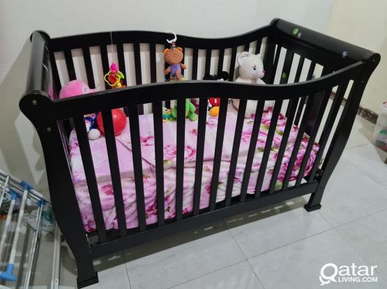 Junior's Larsen Wooden Crib (Neat and Clean)