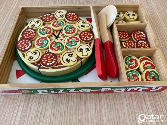 Pizza set, sandwich set and tea set / made of wood
