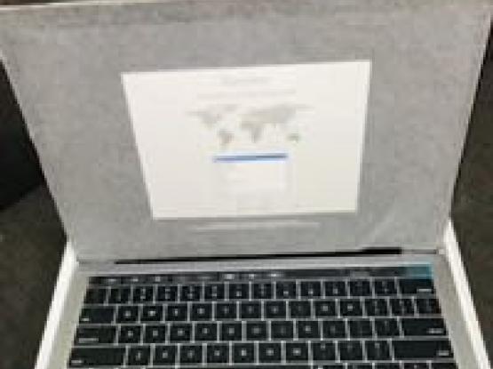 MacBook Pro 13 Inch New 512 SSD WARRANTY TOUCH ID