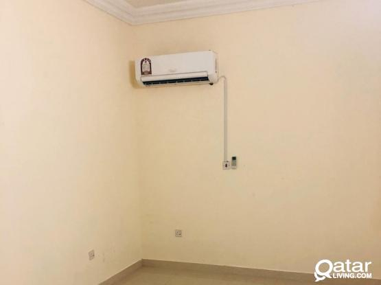 1bedroom (sitting)available for family in mathar qadeem