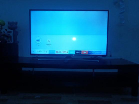 """SAMSUNG 42"""" LED SMART TV WITH TABLE FOR SALE"""