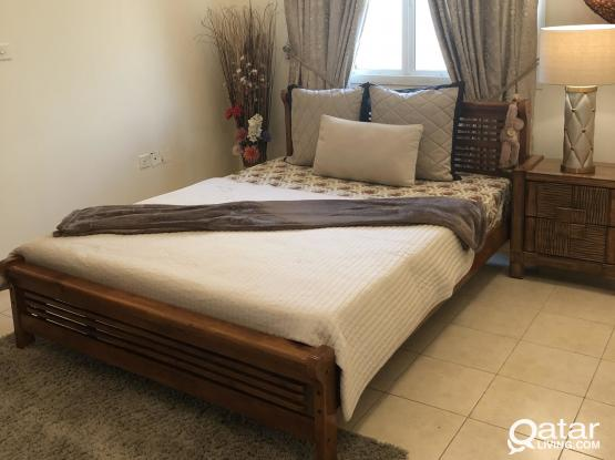 Bedroom queen bed set with matress and side table