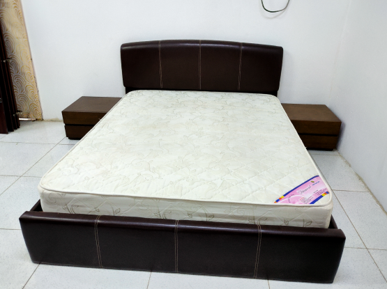 For sale queen size bed