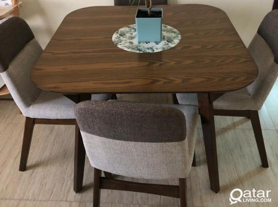 Like NEW wooden dining table