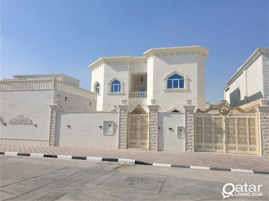 Independent Villa near Health Center & Al Meera - للبيع فيلا بمنطقة الدفنة - صوب المركز الصحي، المير