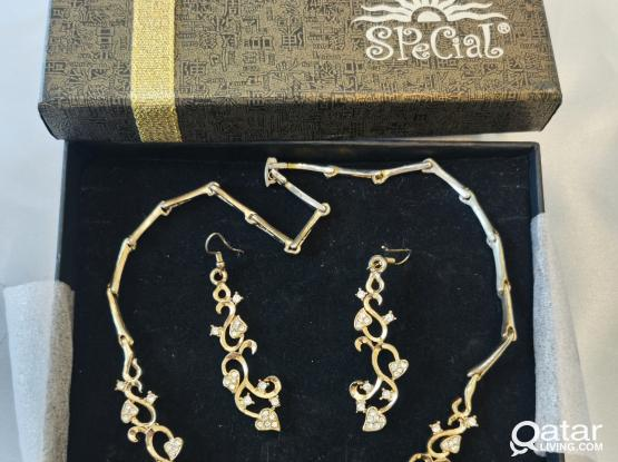 Jewelry sets with gift boxes (new or used)