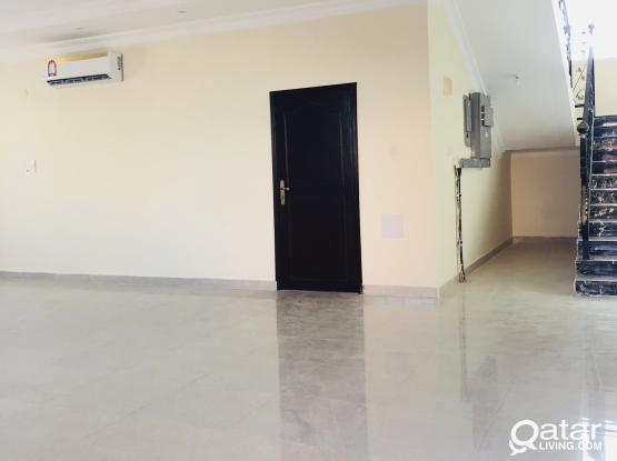 Spacious 6 bedrooms stand-alone villa available in alkhor near corniche