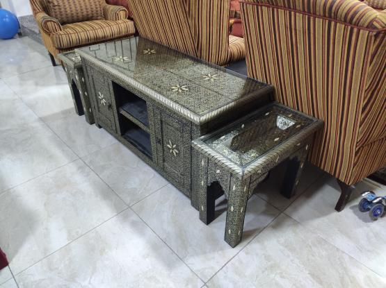 جلسة مغربية صناعة يدوية من النحاس مع كامل طاولاتها